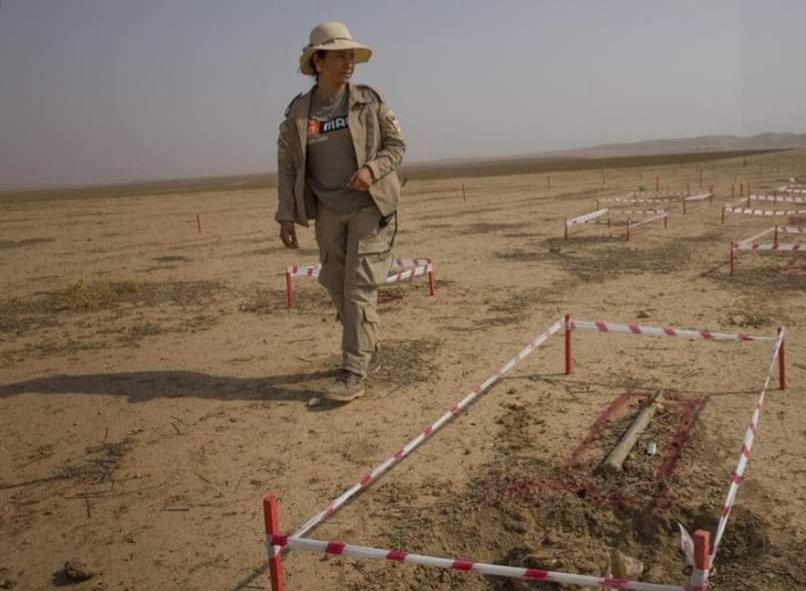زن ایزدی که جان مردم را از یادگاری های مرگبار داعش نجات می دهد