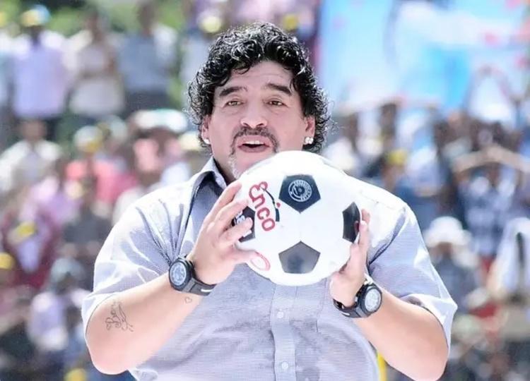 (عکس) مارادونای مُرده هم در اینستاگرام فالوور جمع می نماید